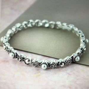 Jewelry - 💕NWT💕PEARL AND SILVERTONE SCROLL DISK BRACELET